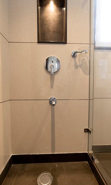 Builder-Floor-Washroom-Style-GK-1