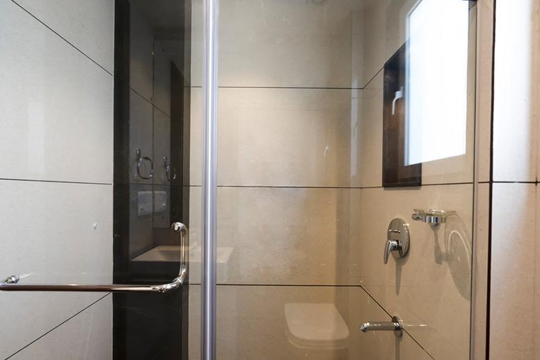 Luxurious-Residential-Bathroom