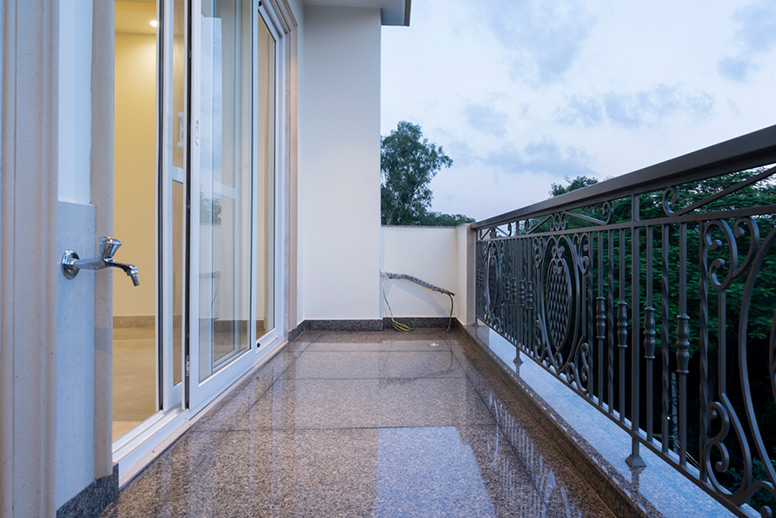 South-Delhi-Builder-Floor-Balcony